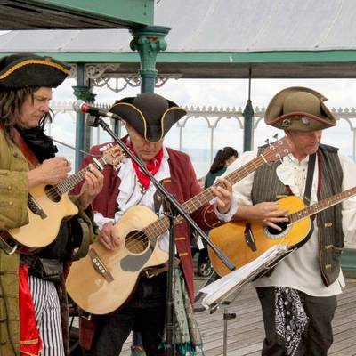 Piratitude Gallery Image. -  Here come's the twiddly bit - Barnacle, Lefty and Filibuster